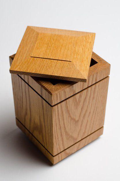 urne chien en bois