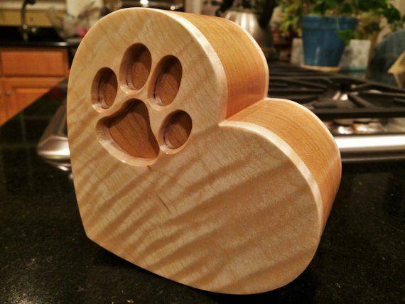 chien en bois urne commémorative