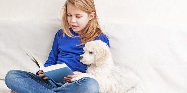 les élèves des écoles élémentaires de lecture pour les chiens