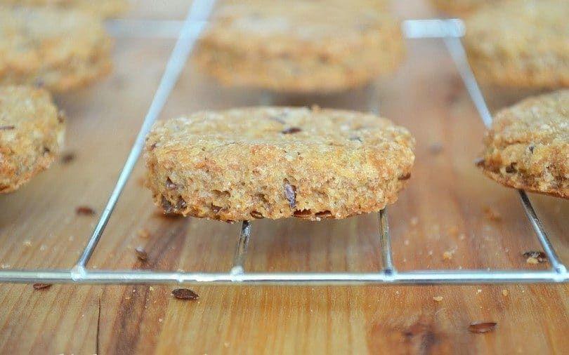 Homemade biscuits pour chiens de graines de lin
