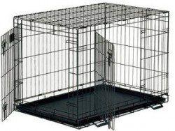 Un chien de fil caisse vide avec avant et latéraux des portes ouvertes