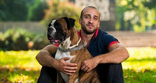 (R) surprotectrice: quand les chiens regardent trop bien