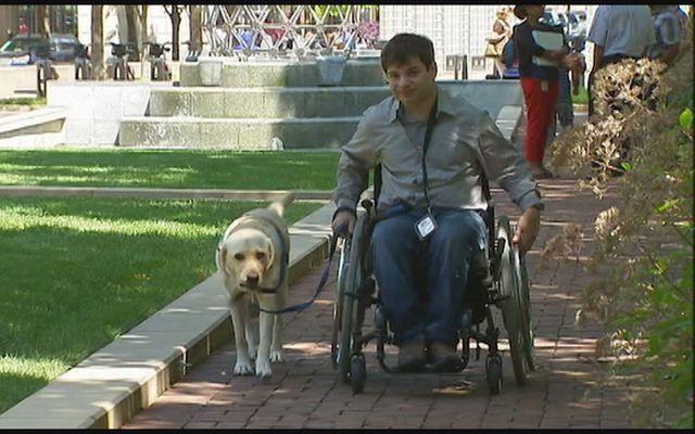 Service des chiens Propriétaire estime Politique Petco Grooming Espace discriminatoire à l`encontre des handicapés