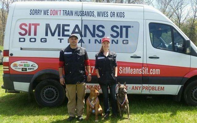 Franchise Sit Moyens Sit Dog Training met l`accent sur le renforcement positif