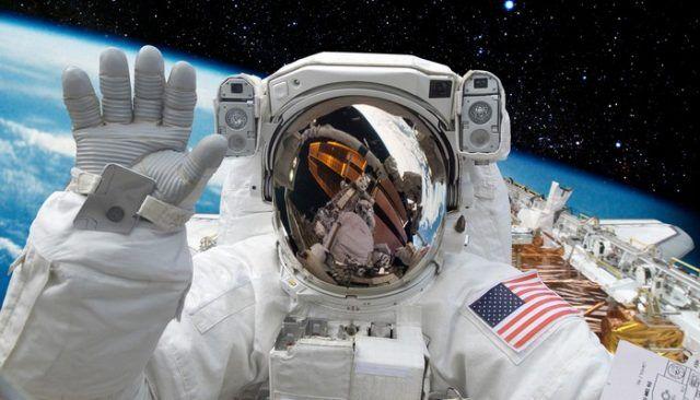 Cet astronaute doit vraiment aimer ses chiens!