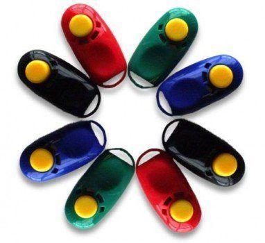 Pack Assortiment de 8 cliqueurs de couleurs différentes disposées dans une étoile
