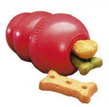 kong jouet en peluche avec des friandises Kep chiot occupé dans une caisse
