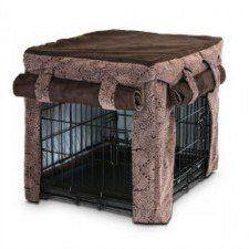 Une brune couverture de caisse de chien avec des rideaux enroulées de Snoozer